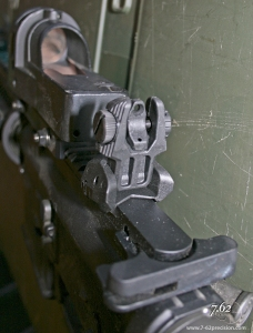 The default aperture is large for CQB and low-light shooting.